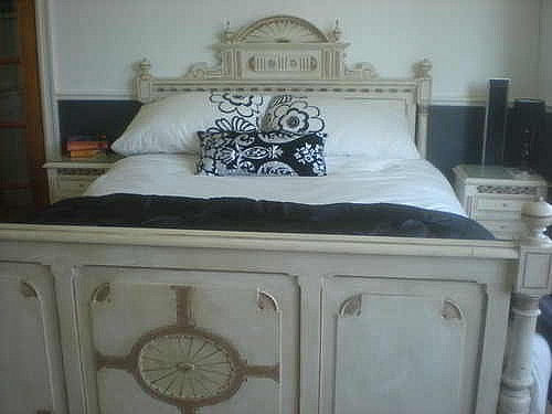 Italian-style Guest Bed