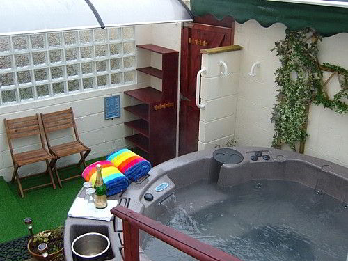 Luxury hot tub - Spa facility - free for our guests use.