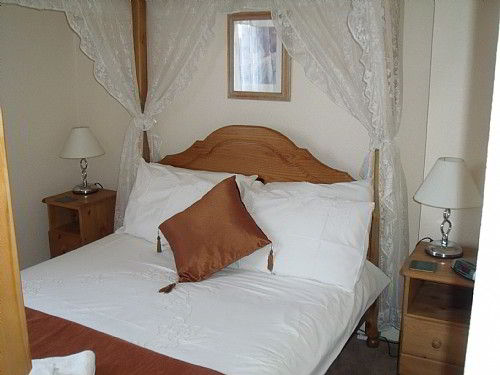 Bridlington Guest House, 4 poster double room