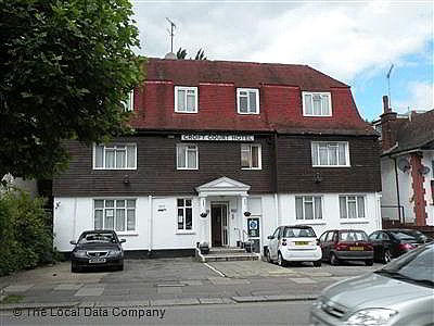 Small hotel croft court hotel golders green north west for Golders green hotel