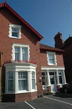 Holmleigh Guest House with offstreet parking in Whitby