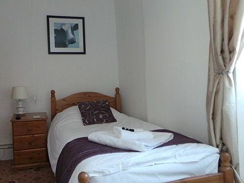 Bed and breakfast britannia inn sherborne dorset for The dining room sherborne
