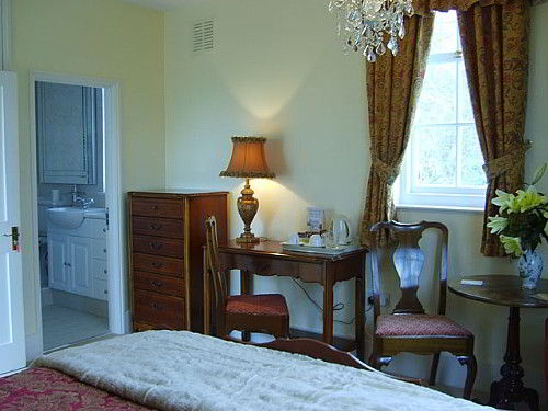 Rother Valley suite with half tester bed